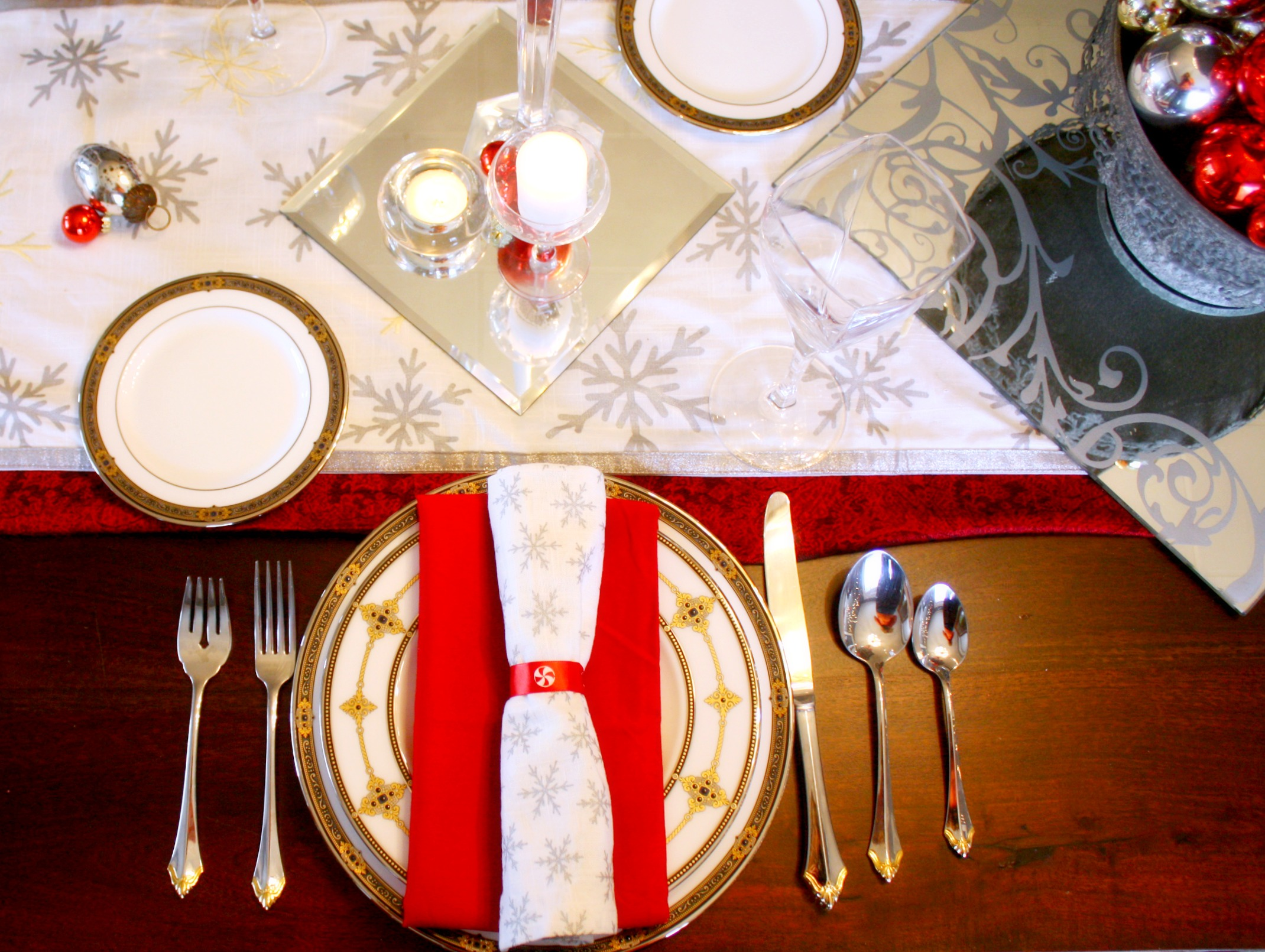 Setting a christmas table ideas - You Might Recognize Some Of These Tablescape Elements From Earlier Christmas Table