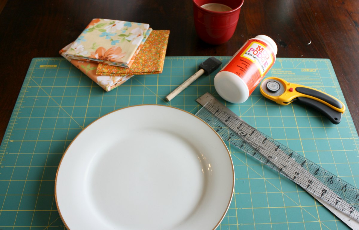 Floral Plate - Charger Supplies & Make a Floral Charger or Decorative Plate \u2022 Craft Thyme