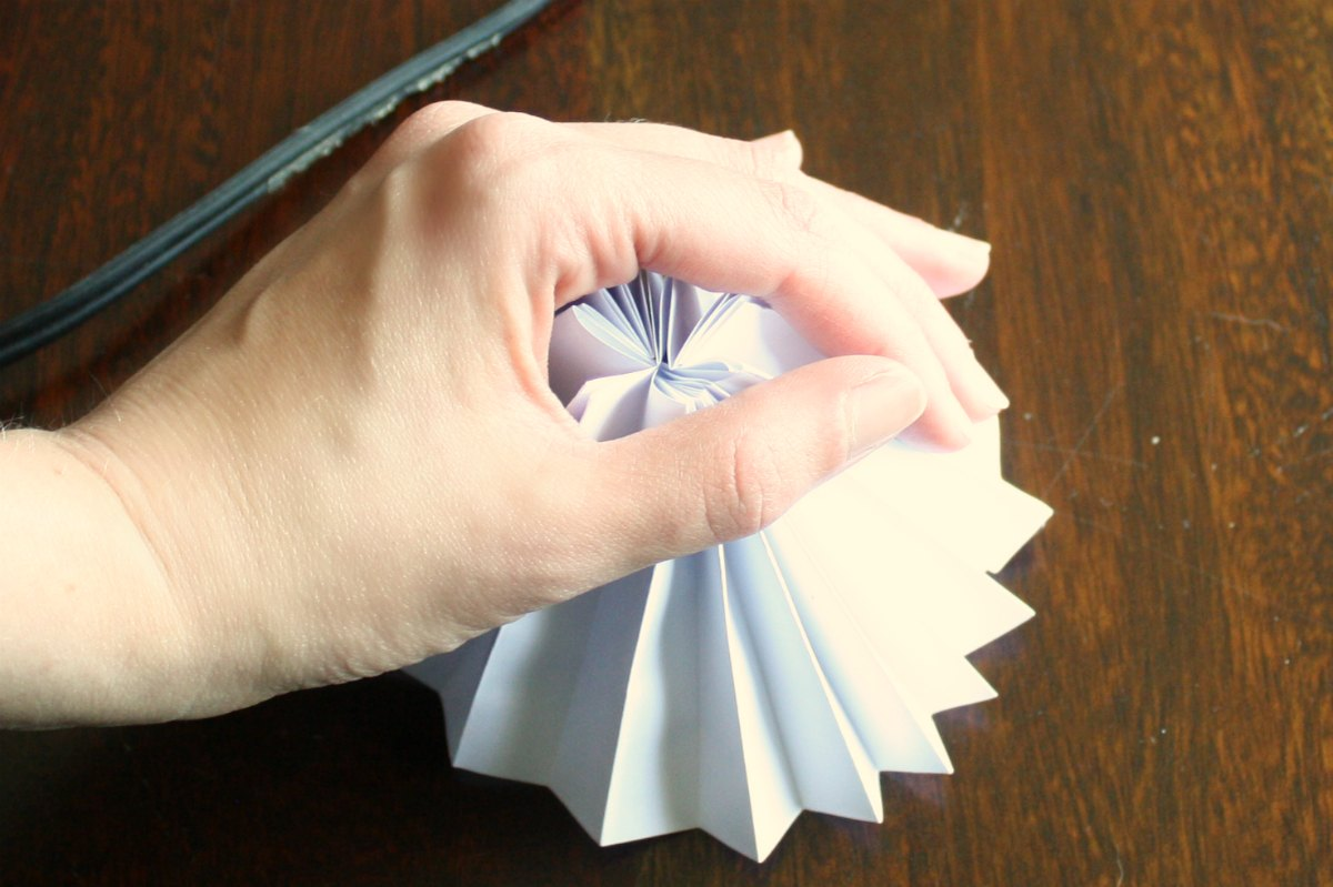 Paper stars how to make 5 pointed 3 d craft thyme - Step 7 Pressure Pushing Down On Me