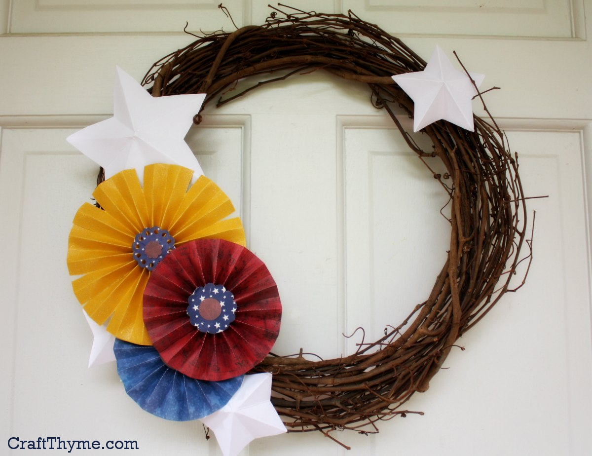 4th of July wreath made with paper medallions and stars